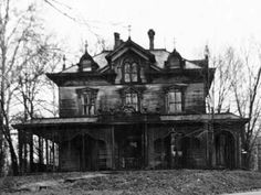 Haunted... Abandoned Victorian Home. Explore or Run