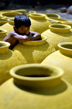 Of Pots, Potters & Pottery (Photography of Kumars at Kumar Para, Jessore, Bangladesh)  #BeautifulPlaces #Bangladesh #YourNewRoommate