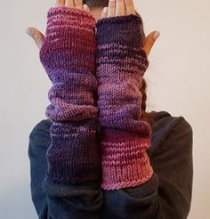 Colourful, bright, warm and cozy arm warmers, made from natural and acrylic wool. Perfect accessory for the fall or winter. Perfect for texting while wearing. Hand knitted with love and attention to details. Ready to ship!  MATERIALS 50% Natural wool 50% Acrylic wool  COLOURS The item from the picture is colour combination #1 You can choose one of the eight colours from the picture of the listing. SIZES The arm warmers are stretchy so they fit every size. The item from the picture has a…