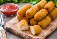 O rețetă gustoasă pe zi: Crochete de cartofi Salty Foods, Potato Side Dishes, Cornbread, Finger Food, Sweet Potato, Potatoes, Yummy Food, Cheese, Meals