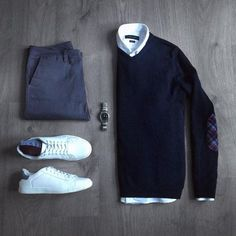 12 Men Sweater Outfits Ideas Worth Try - trendstutor Casual Wear, Casual Outfits, Men Casual, Smart Casual Man, Mens Sweater Outfits, Sweater Shirt, Mode Masculine, Mode Outfits, Fashion Outfits