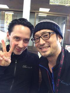 昨日よりファンタジーオンアイスが始まりました!盛り上がってますよー!ジョニー!チャーム着てくれてるやぁーん!!ありがとう!いつも練習でも着てくれてるようです!…