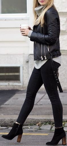 10 Women's Ankle Length Boots That Will Rock Any Outfit. Ankle length boots are the one thing all you women out there need to have to rock any outfit with its classy and stylish look. Style Outfits, Mode Outfits, Fall Outfits, Outfits With Boots, Edgy Outfits, Summer Outfits, Black Boots Outfit, Ankle Boot Outfits, Ankle Boots Outfit Winter