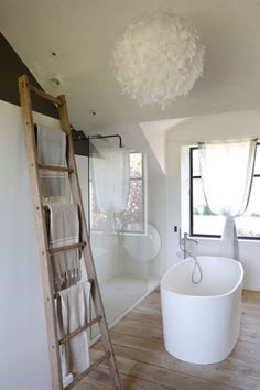 white & wood rustic chic in the attic #bathroom #inspiration