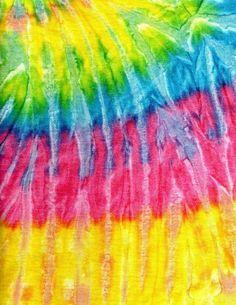 Aprende cómo hacer Tie Dye en casa y renueva tu armario. ¿Quieres sentirte como un hippie de los años 70? Sigue leyendo. Convertida en una de las tendencias más en firme del sector de la moda, el movimiento tie dye no deja de ganar adeptos. Traspasando cualquier barrera geográfica alrededor de todo el planeta. Esta [...] La entrada 🎨Cómo hacer Tie Dye en casa ¡Renueva tu estilo!🌈 se publicó primero en De Materias. Tie Dye Patterns, Textures Patterns, Sewing Patterns, Fabric Manipulation Techniques, Naughty Kids, Free Your Mind, Cinch Bag, Customized Girl, Iphone 6 Plus Case