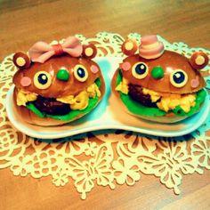 Lovers bear hamburger