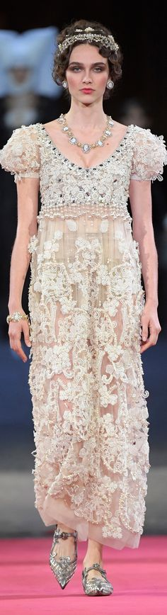 Dolce and Gabbana alta moda fall 2020 High Fashion Dresses, High End Fashion, Fashion 2020, Love Fashion, Runway Fashion, Fashion Ideas, Spring Couture, Italian Fashion Designers, Classic Style Women