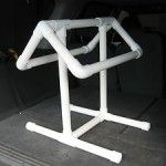 Make a portable saddle rack out of PVC pipes! Measure your largest saddle. Cut pieces of PVC pipe to the lengths needed for each section of the saddle rack. Assemble the rack with PVC connectors and a Horse Tack Rooms, Horse Barns, Horse Stalls, Horse Horse, Horse Gear, Horse Tips, Padded Wall, Saddle Rack, Horse Saddles
