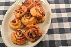 Snelle suiker-kaneelrolletjes - Lekker en Simpel Zo maak je makkelijk de cinnamon rolls. Beetje glazuur erover en je hebt de echte Amerikaanse lekkernijen!