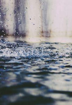 Rain on the street | Regen auf der Straße