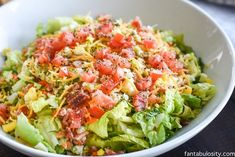 The BEST Side Salad Recipe: A requested side dish at family gatherings. It& not your ordinary side salad. There& a SECRET and it tops all salad recipes! Healthy Recipe Videos, Healthy Dinner Recipes, Diet Recipes, Cooking Recipes, Recipies, Steak Recipes, Side Salad Recipes, Side Dish Recipes, Side Dishes