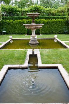 Water fountain Garden Water, Garden Pool, Versailles, Garden Inspiration, Garden Ideas, Home Fountain, Pool Water Features, French Flowers, Formal Gardens