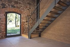 The Ihlow House in Germany by Roswag Architekten is a rammed earth addition to a historic stone barn with the help of solar power and rainwater collection. Stone Barns, Stone Houses, Modern Staircase, Staircase Design, Loft House, My House, Photo D'architecture, Houses In Germany, Pierre Decorative