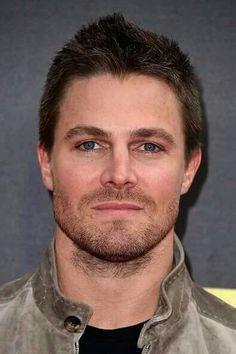 Beautiful Stephen ❤ Arrow Cw, Arrow Oliver, Hello Gorgeous, Beautiful Men, Stephen Amell Arrow, Emily Bett Rickards, Shadow Hunters, Supergirl, Movie Tv