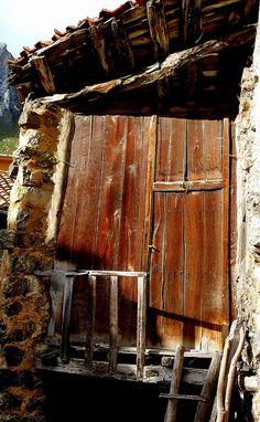 puerta en Asturias  rural