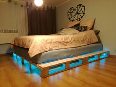 Podświetlone łóżko z palet led