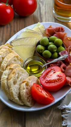 Cheese Appetizers, Appetizers For Party, Appetizer Recipes, Charcuterie Recipes, Charcuterie Platter, Chacuterie Board, Snack Platter, Cocktails, Drinks