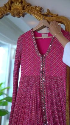 Pakistani Dresses Casual, Indian Gowns Dresses, Indian Fashion Dresses, Dress Indian Style, Indian Outfits, Fashion Outfits, Saree Designs Party Wear, Saree Blouse Designs, Stylish Dresses For Girls