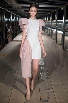 Anna K Kiev Spring 2018 Fashion Show Collection: See the complete Anna K Kiev Spring 2018 collection. Look 10 Summer Fashion Outfits, Fashion Week, Chic Outfits, Runway Fashion, Fashion Dresses, Fashion Trends, Fashion Line, Look Fashion, High Fashion