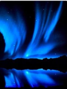 Blue Aurora of Northern Lights. Blue aurora is discovered at the most minimal parts of the climate, around 60 miles above the Earth's surface. They are handled from crashes with atomic nitrogen. Aurora Borealis, Northen Lights, Cool Pictures, Beautiful Pictures, Ciel Nocturne, Natural Phenomena, Beautiful Sky, Science And Nature, Belle Photo