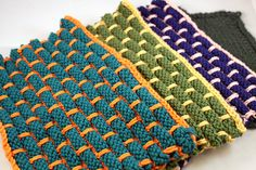 Here's the free pattern for these cool dish cloths: http://www.ravelry.com/patterns/library/ballband-dishcloth