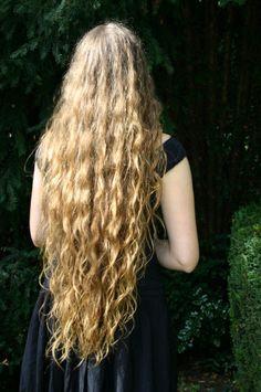 Love of long, beautiful hair. Super Long Hair, Long Curly Hair, Curly Hair Styles, Natural Hair Styles, Curly Blonde, Rapunzel, Beautiful Long Hair, Mermaid Hair, Pretty Hairstyles