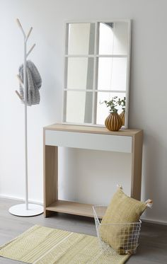 Entrance Table, Entrance Foyer, Entryway Tables, Foyer Furniture, Furniture Ideas, Small Apartment Decorating, Small Apartments, Room Decor, Living Room