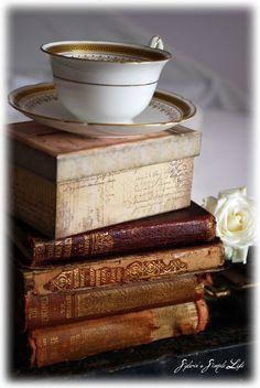 A cup of tea and books to read! [Good friends, good books and a sleepy conscience: this is the ideal life. Old Books, Antique Books, Vintage Books, Vintage Crockery, Bar Kunst, I Love Books, Books To Read, Thomas Carlyle, World Of Books