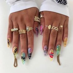 The popularity of stiletto nails has been undiminished in recent years.Best Acrylic stiletto Nails Ideas In Stiletto Nails Art Designs To Try In 2019 spring; Acrylic Nail Shapes, Acrylic Nails, Bling Stiletto Nails, Diy Nails Stickers, Sharp Nails, Nail Tape, How To Clean Makeup Brushes, Outfit Trends, Nail Art Designs