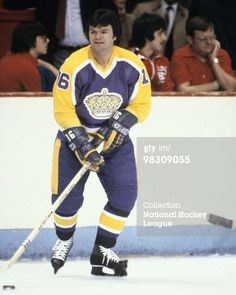 News Photo : Marcel Dionne of the Los Angeles Kings skates...