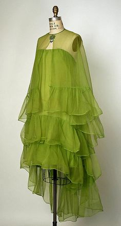 Lime green Silk cocktail ensemble 1966 House of Balenciaga (French, founded Designer: Cristobal Balenciaga (Spanish, Guetaria, San Sebastian Javea) Vintage Outfits, Vintage Gowns, Vintage Clothing, 1960s Fashion, Vintage Fashion, Edwardian Fashion, Style Année 60, Balenciaga Dress, Balenciaga Vintage