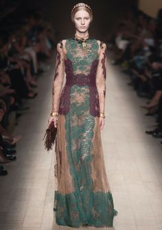 Valentino Gowns Dressed Up Haute Couture Style, Couture Mode, Couture Fashion, Fashion Show, Fashion Week Paris, Fashion Weeks, London Fashion, Designer Evening Gowns, Designer Dresses