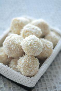 coconut truffles (homemade raffaello)/kookostrühvlid (kodune raffaello) by Mari Liis, via Flickr