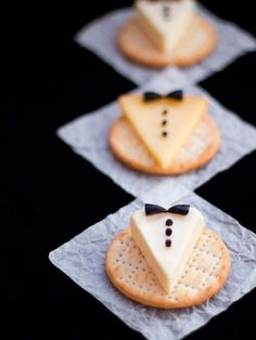 Make your New Years Eve buffet table awesome with these super cute Tuxedo Cheese & Crackers! Tuxedo Cheese & Crackers, anyone? This would be a fun New Year's Eve snack. Tuxedo Cheese & Crackers, a bit of work, a lot of oohh and aww! Ring in the new year i New Years Eve Food, New Years Party, New Years Eve Party Ideas Food, New Years Eve Dinner, Tapas, Cheese Triangles, New Year's Eve Appetizers, Party Appetizers, Delicious Appetizers