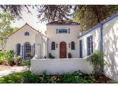 Stunning Mission Revival And Spanish Colonial Revival Architecture Ideas 19 the freshness of the white stucco and the blue trim Spanish Revival Home, Spanish Colonial Homes, Spanish Bungalow, Spanish Style Homes, Spanish House, Spanish Exterior, Mission Style Homes, Spanish Design, Colonial Revival Architecture