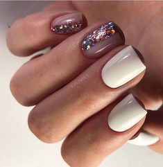 On average, the finger nails grow from 3 to millimeters per month. If it is difficult to change their growth rate, however, it is possible to cheat on their appearance and length through false nails. Dream Nails, Love Nails, My Nails, Glitter Nails, Nail Polish, Nail Manicure, Manicure Ideas, Stylish Nails, Trendy Nails