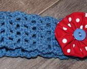 bandeau vintage ado, en laine acrylique bleue, avec broche yoyo rouge à pois blancs : Accessoires coiffure par mysweetbrittany