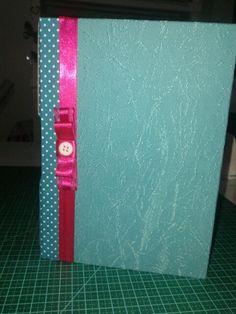 caderno turquesa e pink