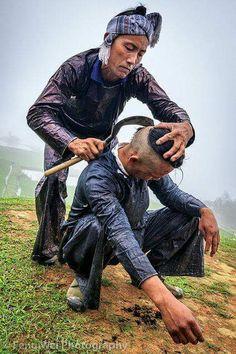 Haircut By Sickle . Basha, Guizhou China