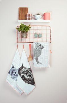 Keukenrekje met theedoeken | Kitchenware and tea towels | Present Time