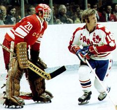 Bobby Hull and Vladislav Tretiak Hockey Shot, Women's Hockey, Hockey Cards, Hockey Players, Nhl, Canada Cup, Bobby Hull, Hockey Rules, Goalie Mask