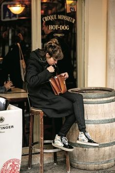 Retro Fashion, Vintage Fashion, Vans Outfit, Neue Outfits, Vans Style, Minimalist Wardrobe, Japanese Street Fashion, Winter Outfits Women, Street Style Women