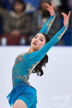 紀平梨花が優勝、メドベデワは2位 オータム・クラシック 写真19枚 国際ニュース:AFPBB News Ice Skaters, Ice Dance, Dance Poses, Body Poses, Foto Pose, Skating Dresses, Female Athletes, Sport Girl, Figure Skating