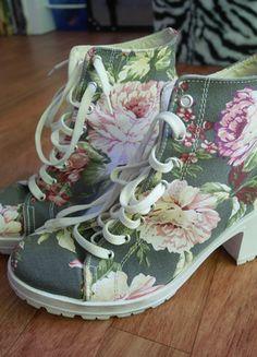 À vendre sur #vintedfrance ! http://www.vinted.fr/chaussures-femmes/escarpins-and-talons/23186466-chaussures-en-toile-fleuries-a-talon