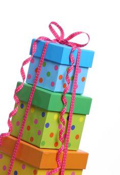 Crafty, Creative Gift Wrapping Ideas Worthy of the Present Birthday Pins, Birthday Wishes, Birthday Parties, Happy Birthday, Birthday Celebrations, Birthday Ideas, Alice In Wonderland Birthday, Wonderland Party, Creative Gift Wrapping