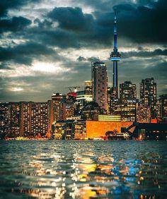 The city of , view from Toronto Island 🍁 🇨🇦 ✌️💞 Toronto Skyline, Toronto City, New York Skyline, Beautiful World, Beautiful Places, Toronto Ontario Canada, Toronto Island, Canada 150, City Sky