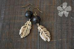 Golden feather earrings  Boucles d'oreilles plumes par CocoMatcha