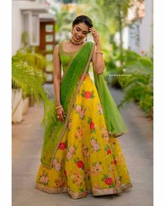 Lehenga Saree Design, Floral Lehenga, Half Saree Lehenga, Lehnga Dress, Lehenga Designs, Saree Blouse Designs, Churidar Designs, Kids Lehenga, Indian Lehenga