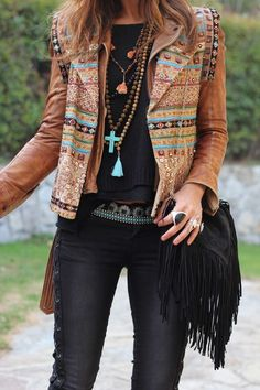 Fall outfits that are on point this season gypsy style, hippie chic style, boho Boho Hippie, Hippie Style, Mode Boho Gypsy, Estilo Hippie Chic, Gypsy Style, Estilo Boho, Bohemian Fall, 70s Hippie, Modern Hippie