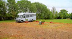 Pitch tip near Hamburg: Pitch Aunt Henni - Motorhome T5 California, Motorhome Conversions, Motorhome Interior, Camping Places, Rv Hacks, Holiday Destinations, Van Life, Caravan, Pitch